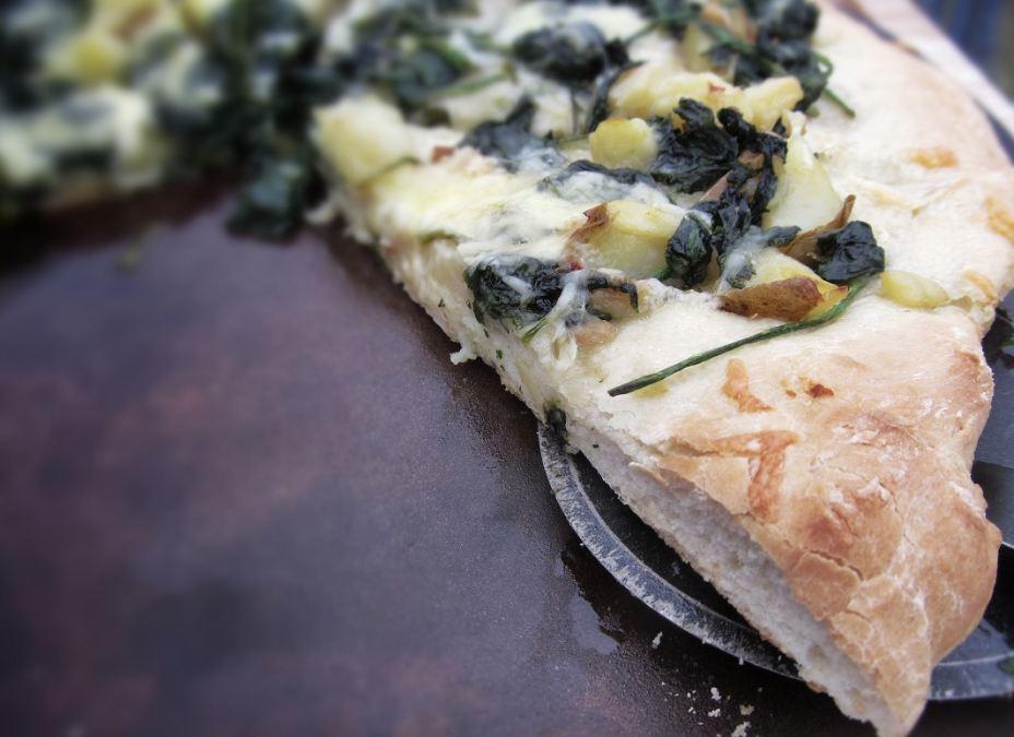 spinach-breakfast pizza
