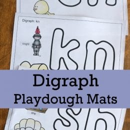 Check out these Digraph Playdough Mats to add to your phonics lessons! #fhdhomeschoolers #freehomeschooldeals #hsfreebies #homeschoolmoms #homeschooling